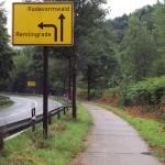 Hier geht's links ab nach Remlingrade. Rund hundert Höhenmeter warten auf mich.