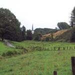 Remlingrade schmiegt sich mit der schmucken Dorfkirche in die Landschaft.