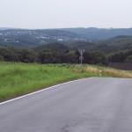 Der Blick zurück: Links im Bild, die Siedlung auf der Anhöhe, da komme ich her.