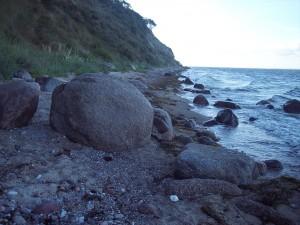 Steiniger Ostseestrand am Südostzipfel der Gager Bucht