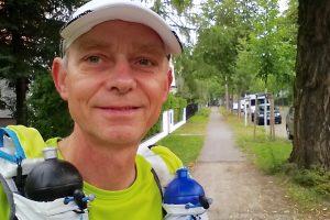 Eichwalde, 11. Juli 2016, 5:40 Uhr. Kurz vor dem Start des Etappenlaufs nach Neubrandenburg. (Foto: Jörg Levermann)