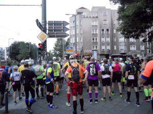 Die Straßenverkehrsordnung gilt auch für 100Meilen-Läufer. Denn die Strecke ist nicht abgesperrt.